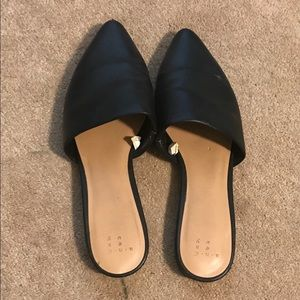 Pointy toe slide mules